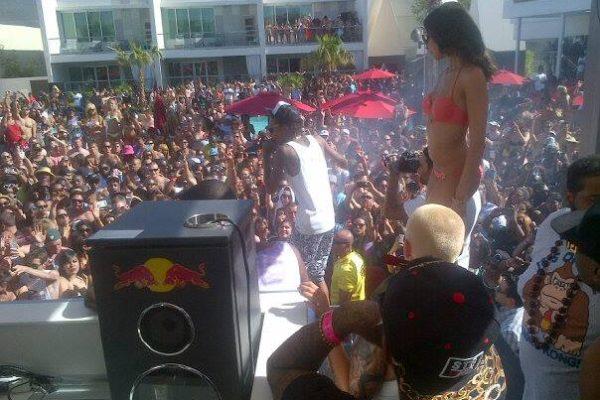 Jason Swartz Backstage With Amber Rose and Wiz Khalifa